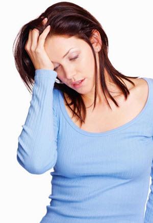 усталость может повлиять на появление синяков под глазами. Высыпайтесь.