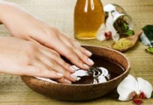 медовая маска как способ укрепить кожу на пальцах рук