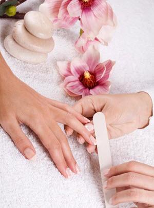 почему слоятся ногти на руках лечение
