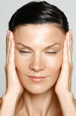 почему на лице шелушится кожа